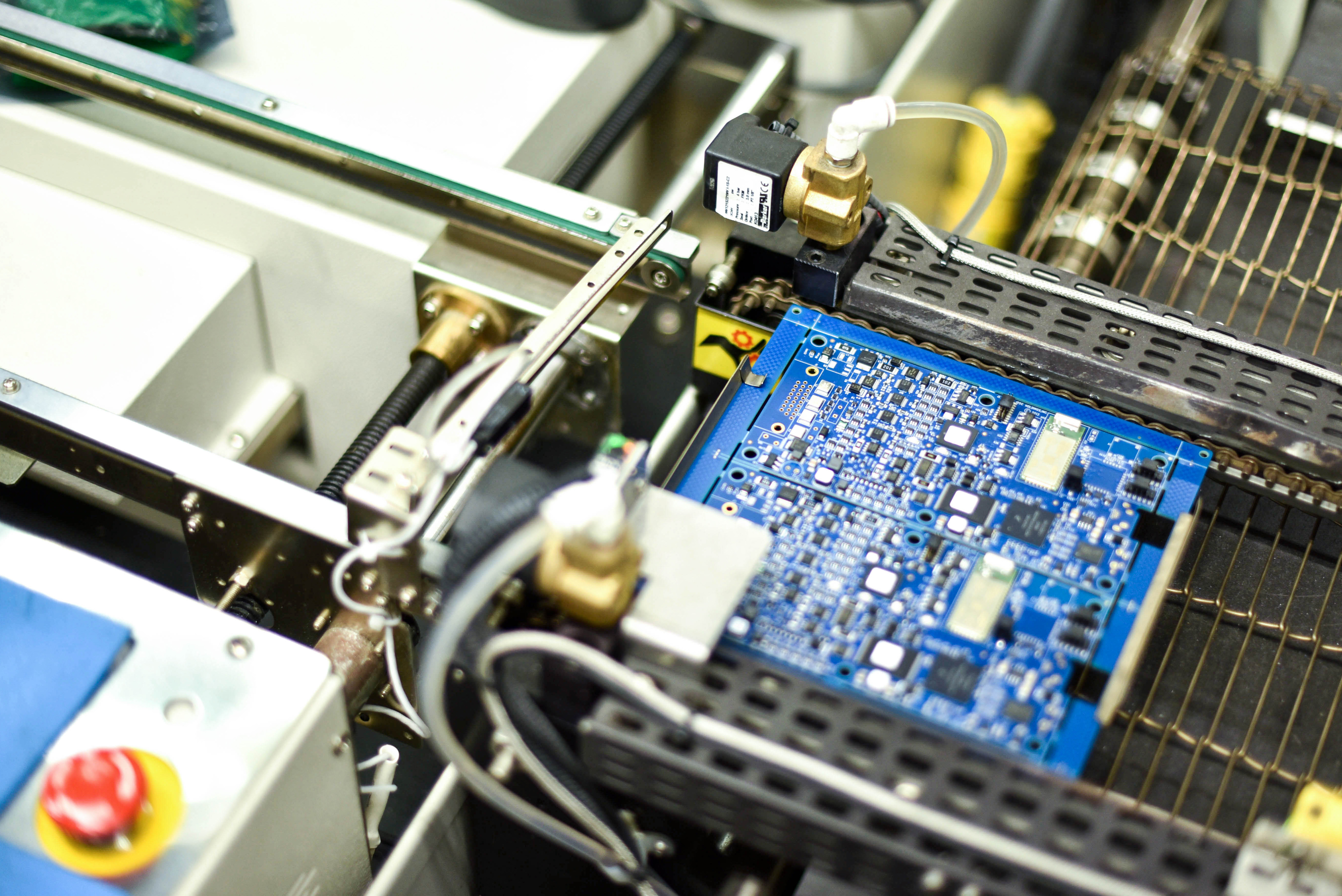 The Benefits Of Working With A Contract Manufacturer Saline Lectronics Specializes In Pcb Manufacturing Smt Circuit Schematic Diagram Many Your Clients May Need High Demand Products Within Tight Time Limit Hire An Outside Cm To Expedite Electronics Instead