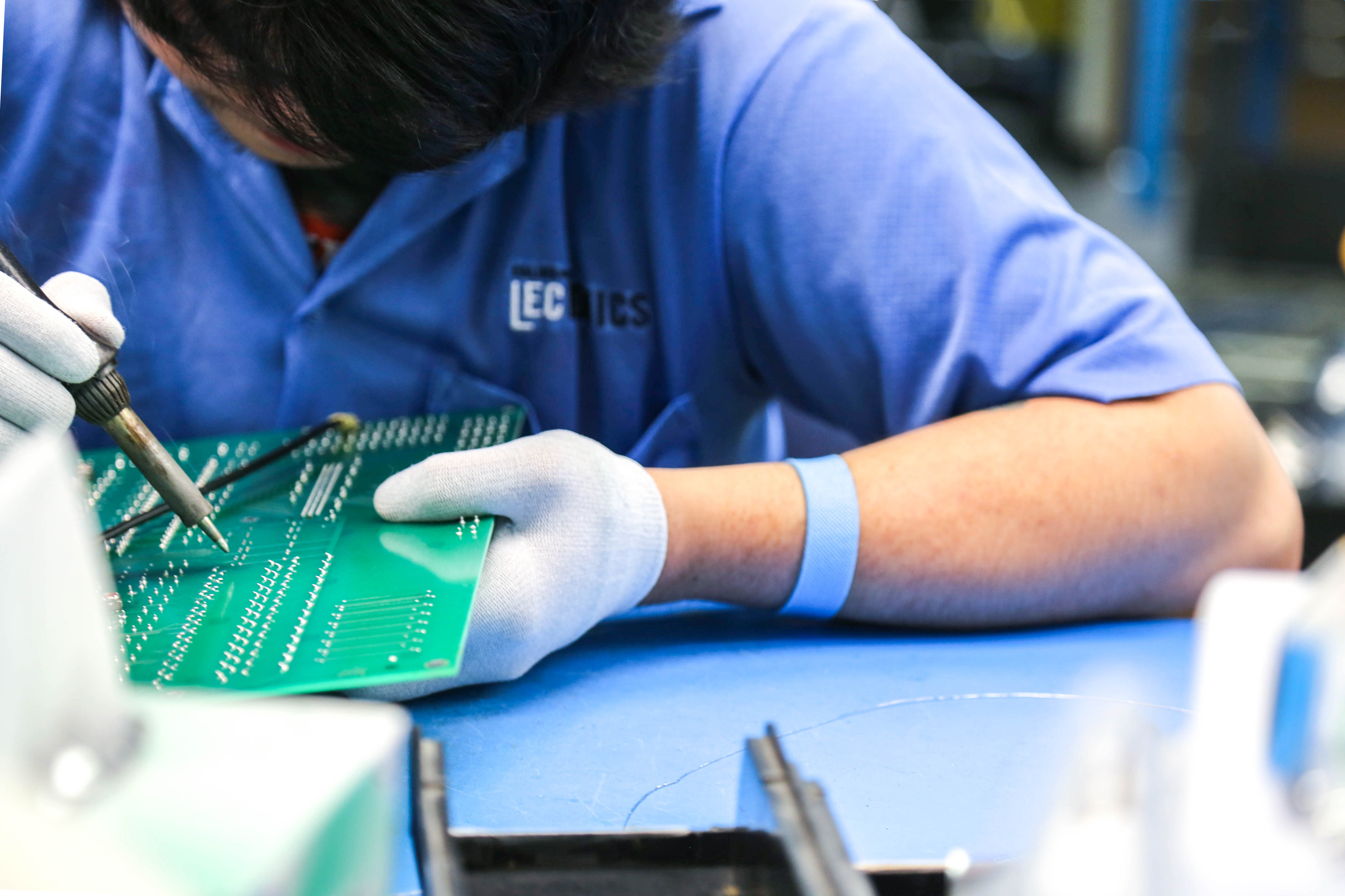 The Benefits Of Working With A Contract Manufacturer Saline Lectronics Specializes In Pcb Manufacturing Smt Circuit Schematic Diagram Partnering Licensed Trusted And Proven Cm Can Mean Benefiting From Higher Quality Print Boards Boxes Other Electronic Equipment
